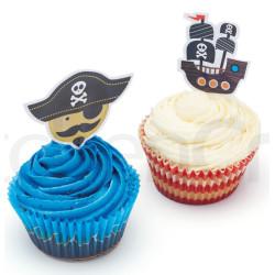 Muffinsforme i papir med pirater og kagepynt.